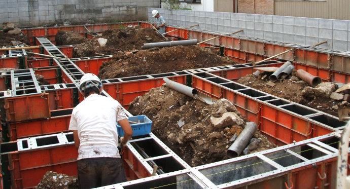 钢结构独立住宅下部,现浇钢筋混凝土基础
