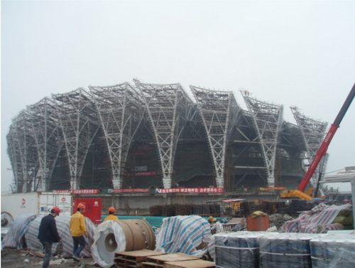 综合体育馆钢结构拱架全貌