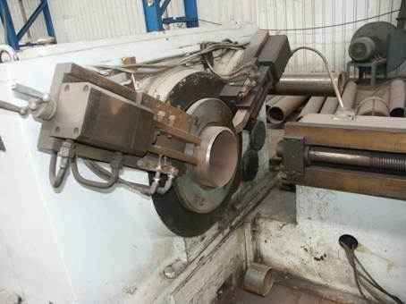 结构公司 【设备概述】本机床是带式输送机托辊钢管切断,两端倒角一次